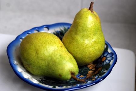 pears in bowl